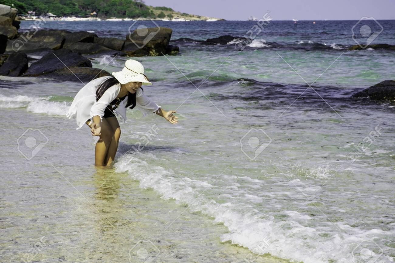 Chubby Beach fotók guggolás és erekció