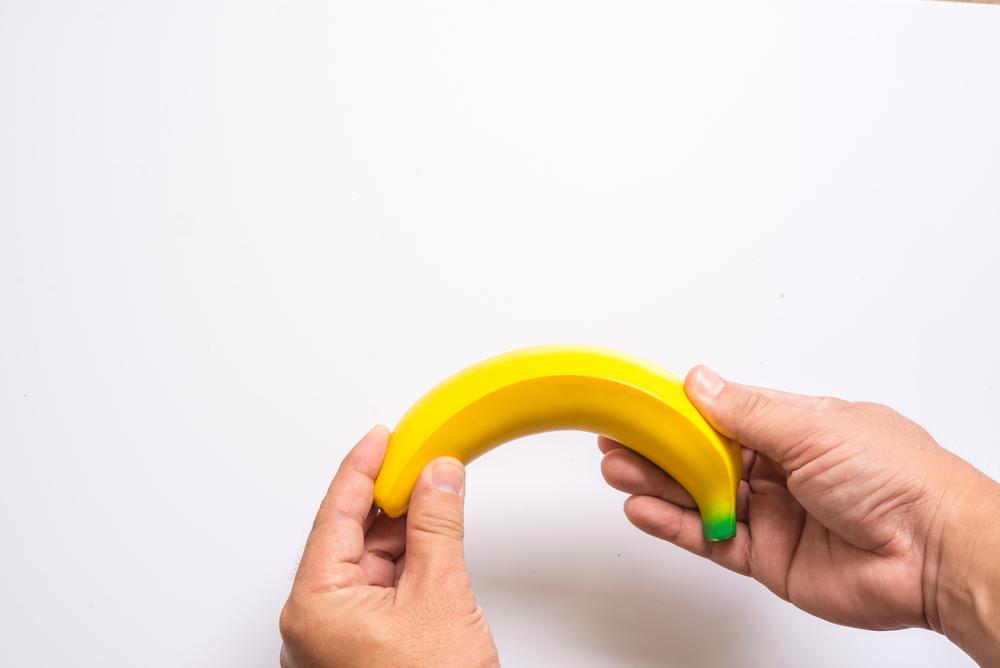 a pénisz görbülete lefelé erekcióval)