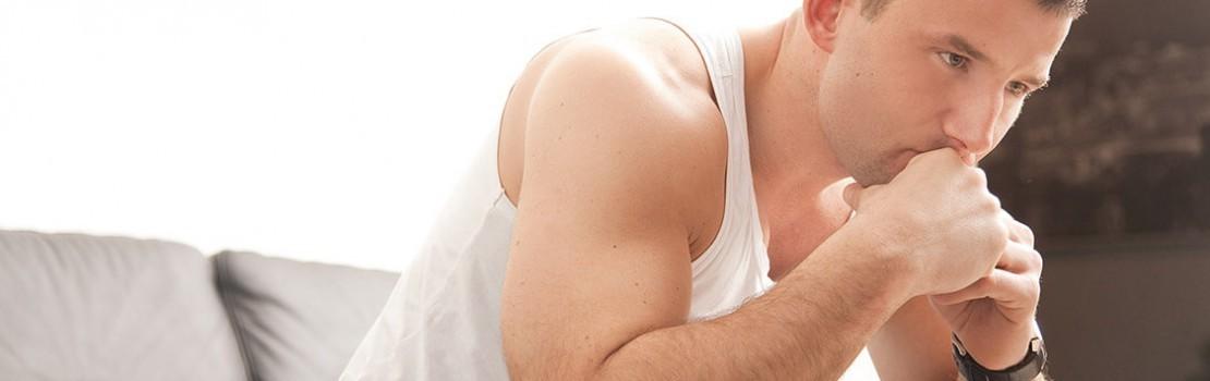 férfiak összes erekciós készítménye merevedéssel az egyik heré visszahúzódik