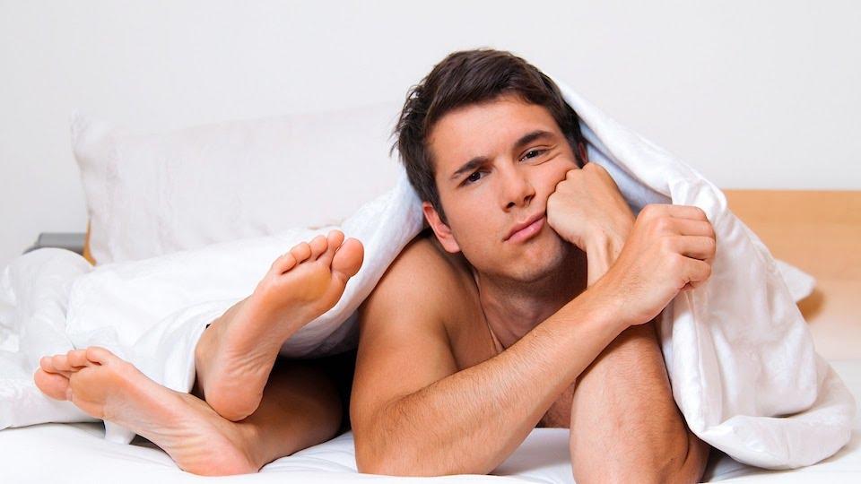 erekciós fotó a fürdőben