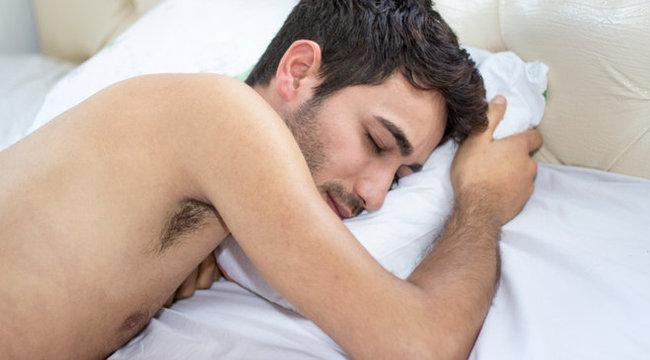 alvó ember péniszét