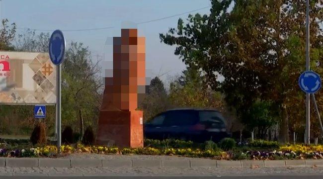 pénisz emlékmű