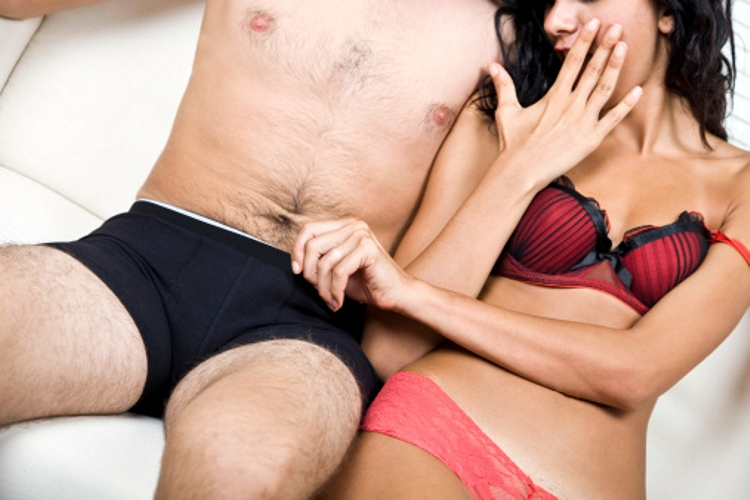 nő két pénisz)